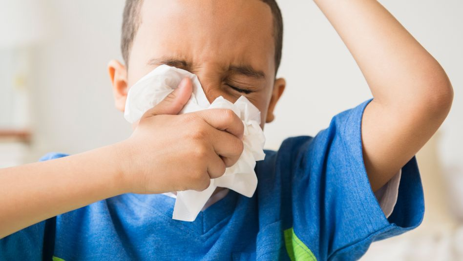 Das Kind kann immerhin schon selbst Nase putzen, einen Betreuungsanspruch hat es mit Schnupfnase in vielen Bundesländern aber nicht