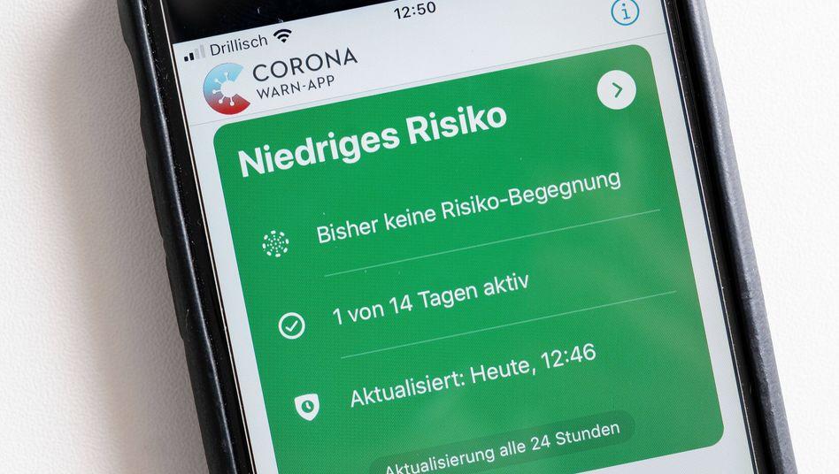 Millionen von Downloads und viele Fragen der Nutzer: die Corona-Warn-App