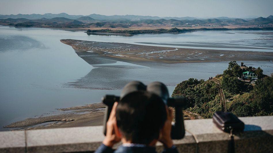 Südkoreaner Lee Su-nam am Grenzfluss zum Norden:Akt symbolischer Brutalität