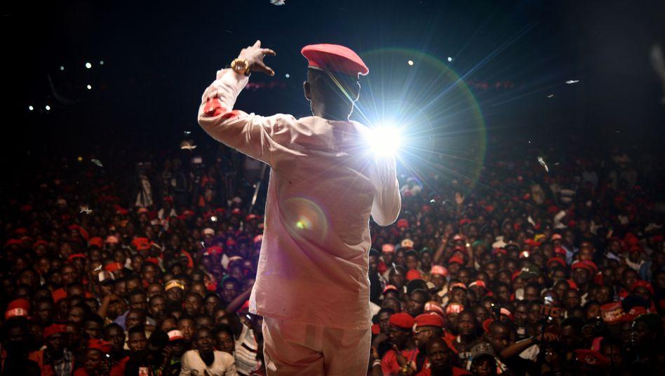Oppositionspolitiker Wine im Wahlkampf in Kamapala: Stimme einer jungen Generation