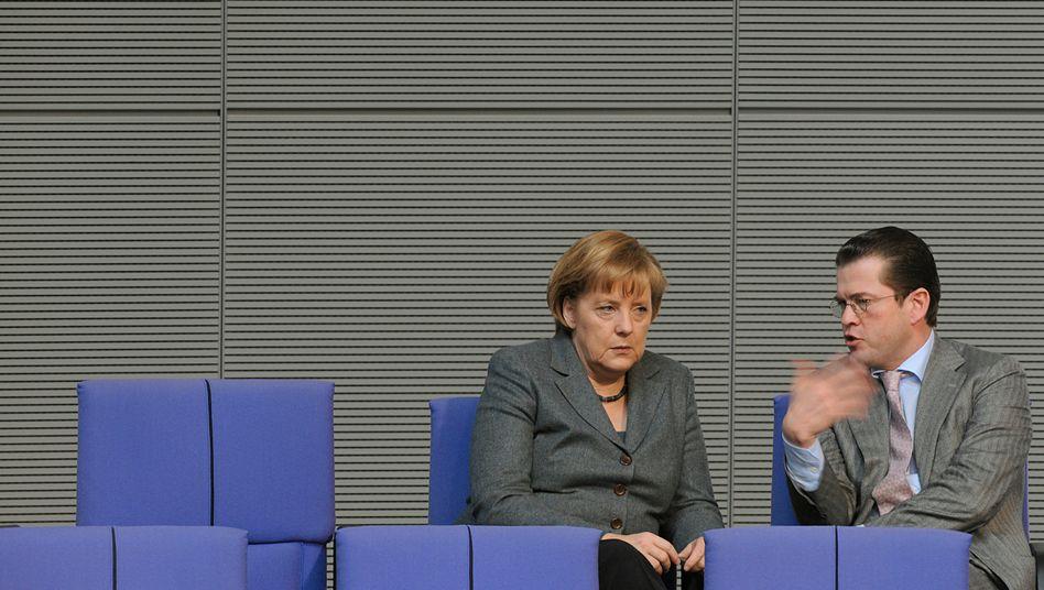 """Kanzlerin Merkel, Minister Guttenberg im März 2010: """"Flankierung im Rahmen der China-Reise"""""""