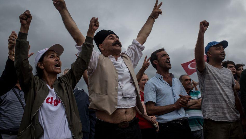 Unterstützer der Oppositionspartei CHP