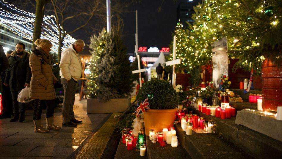 Gedenkkerzen auf dem Breitscheidplatz