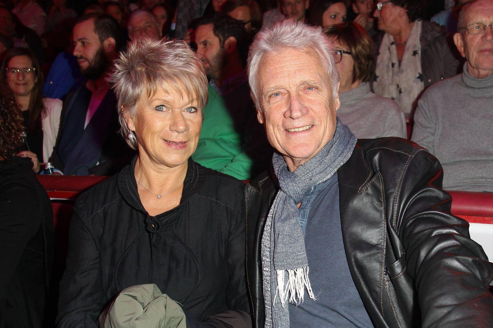 Robert Atzorn mit Ehefrau Angelika Hartung Circus Krone Weihnachtspremiere 2015 in Muenchen am 25 1