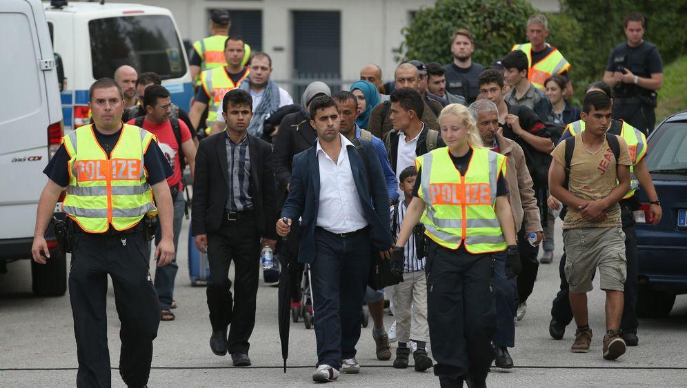 Grenzkontrollen sorgen für Unruhe: Mit dem Köfferchen über die Brücke
