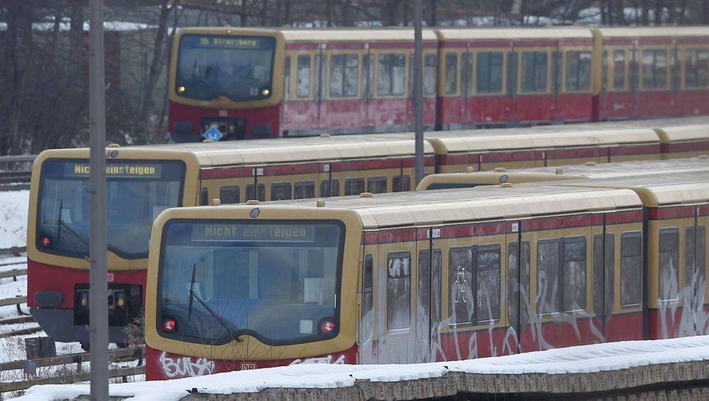 Chaos im Berliner Verkehr: Warten auf die S-Bahn