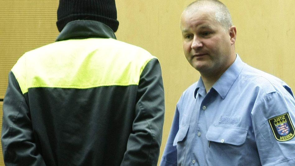 """Angeklagter in Darmstadt (links): """"Unvorstellbar harte"""" Bilder"""