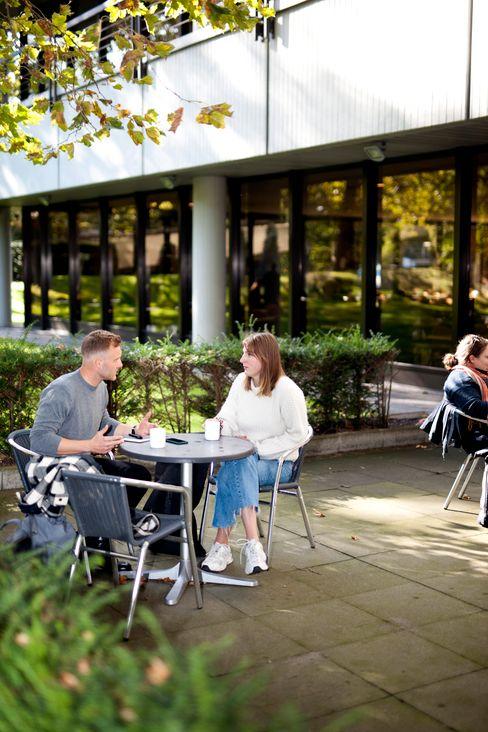 Im Campus-Café: Fast wie früher