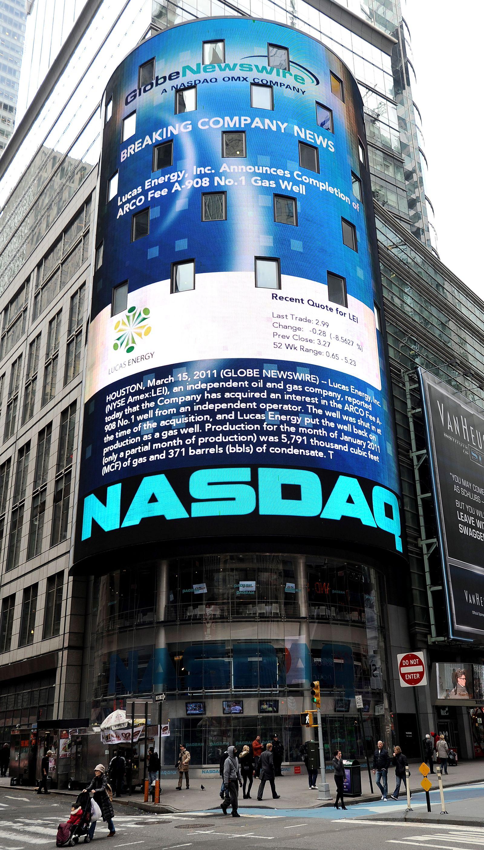 Nasdaq considers bid for NYSE Euroenext