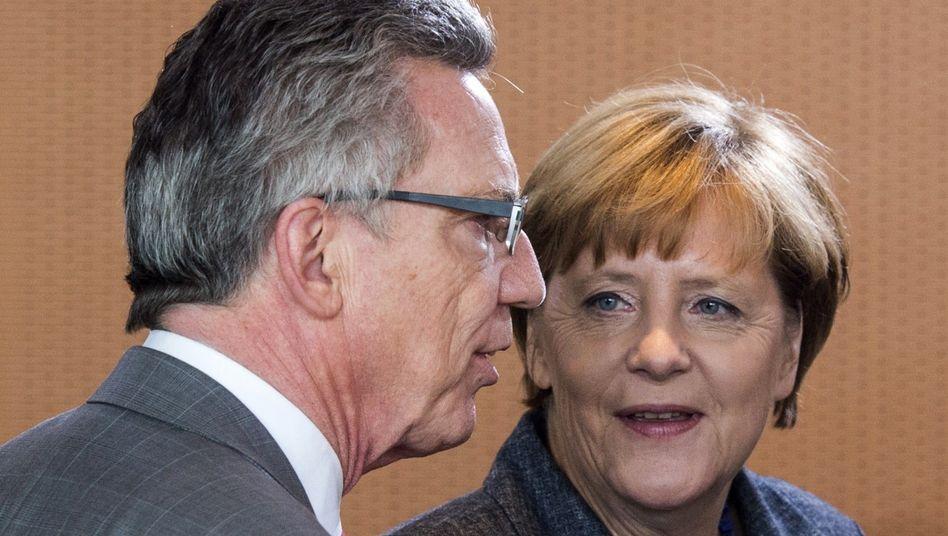 """Thomas de Maizière, Angela Merkel: """"Wir sind jetzt dabei, die Dinge wieder etwas zu ordnen"""""""