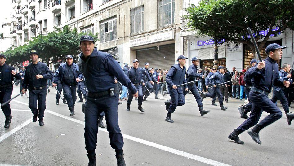 Knüppel gegen Kritker: In Algerien dauern die Proteste schon seit Januar 2019 an