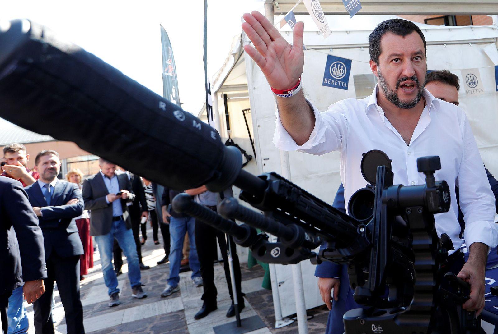 Salvini/ Waffe