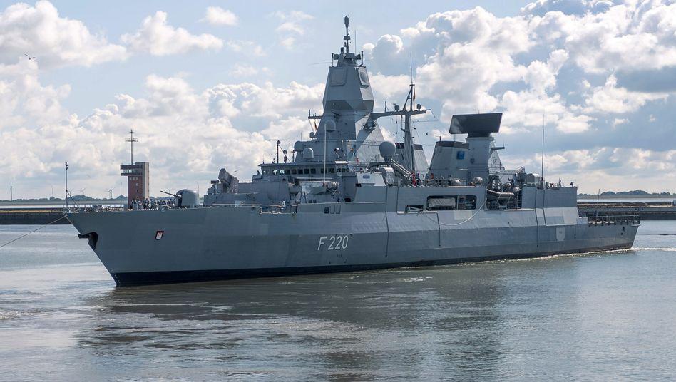 """Fregatte """"Hamburg"""": Im Rahmen der EU-Mission zur Kontrolle des Waffenembargos kontrollierten deutsche Soldaten einen Tanker auf dem Weg nach Libyen"""