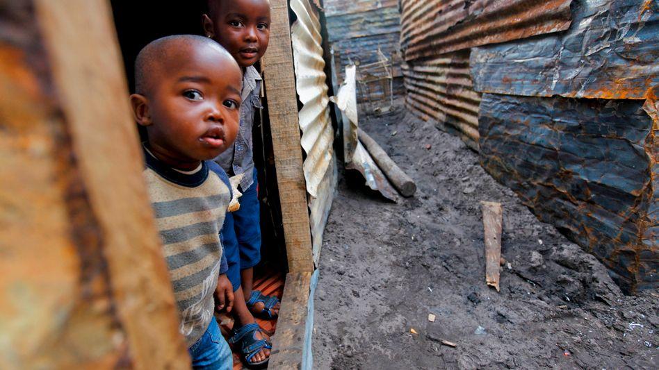 Kinder in einem Slum in Kapstadt: Im südlichen Afrika leben 48 Prozent der Bevölkerung in extremer Armut
