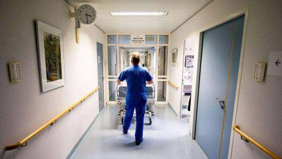 Krankenpfleger in Berliner Krankenhaus