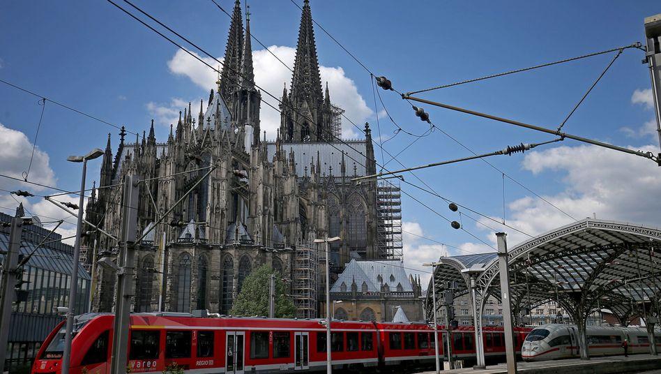 Nah beieinander: Kölner Dom und Hauptbahnhof (Archiv)