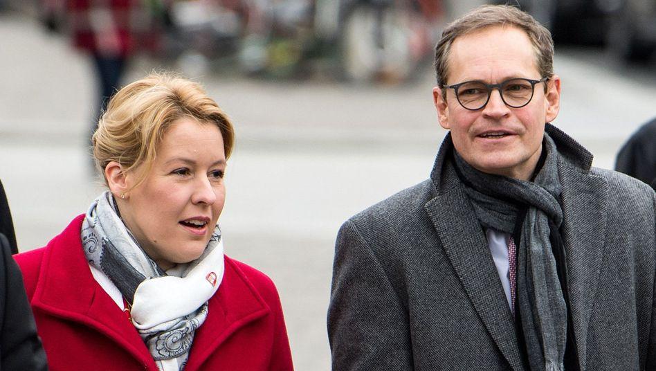 Berliner Bürgermeister und SPD-Chef Michael Müller (rechts) und designierte Nachfolgerin Franziska Giffey, zur Zeit Bundesfamilienministerin (Archivbild)