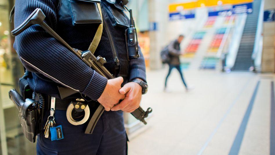Bundespolizist im Hauptbahnhof Hannover