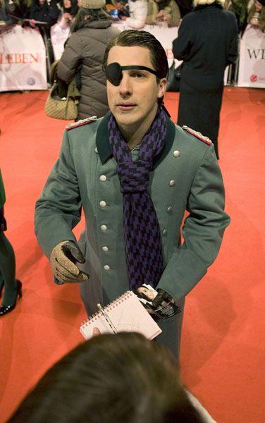 TV-Moderator Pocher als Stauffenberg in Berlin: Heftige Kritik