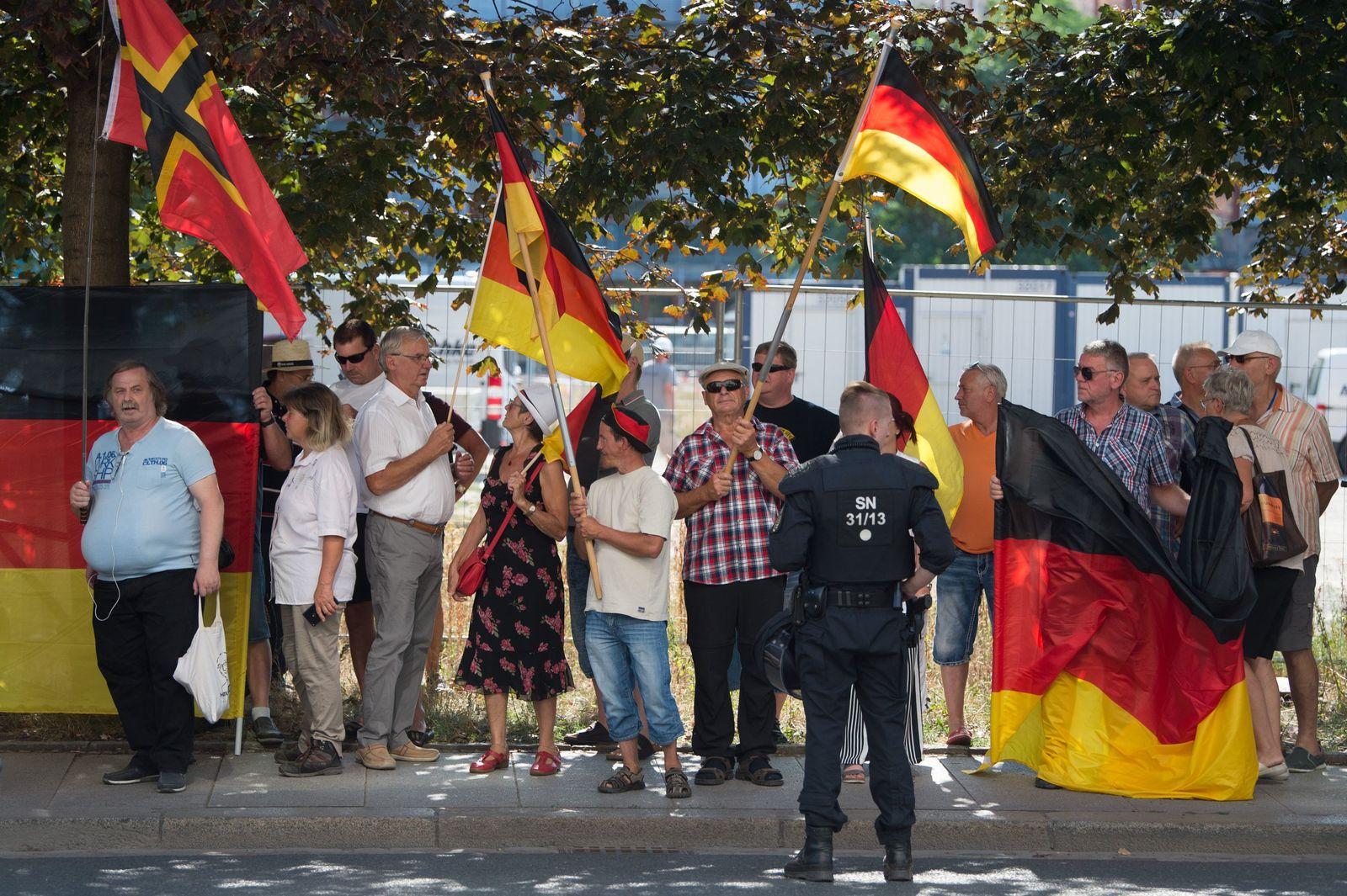 Pegida-Anhänger bei Merkel-Besuch