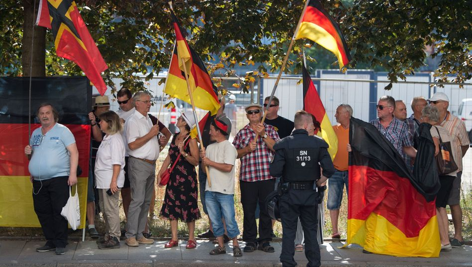 Pegida-Demonstranten (Archiv)