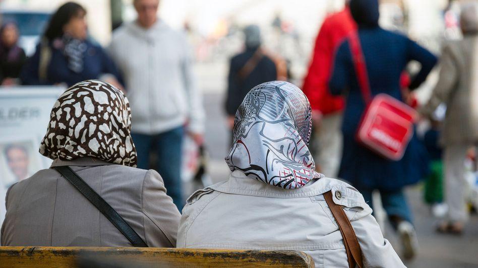 Frauen mit Kopftuch: Bei religiöser Toleranz schneidet Deutschland schlecht ab