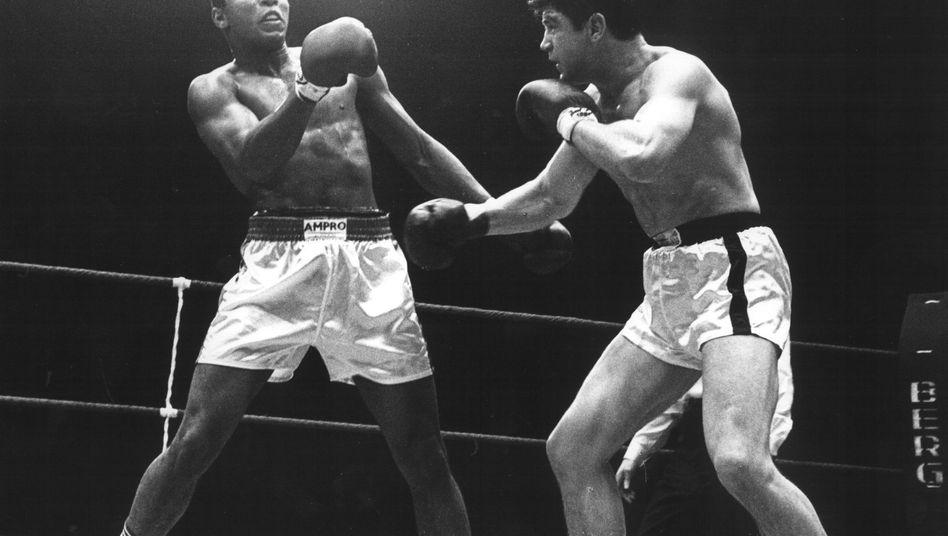 Muhammad Ali (l. ) und Karl Mildenberger (r)
