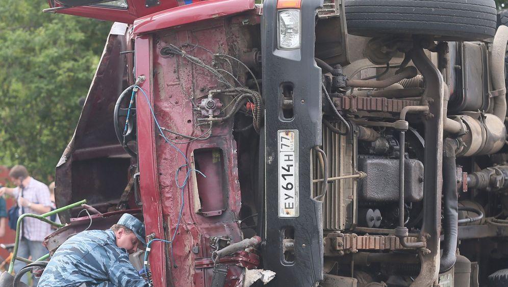 Fataler Verkehrsunfall: Lkw rammt Linienbus