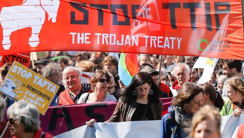 TTIP-Gegner in Brüssel: Investitionsgerichte sollen Schiedsgerichte ablösen