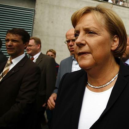Merkel (bei Tag der Offenen Tür der Regierung am Wochenende): Einhaltung normaler Regeln angemahnt