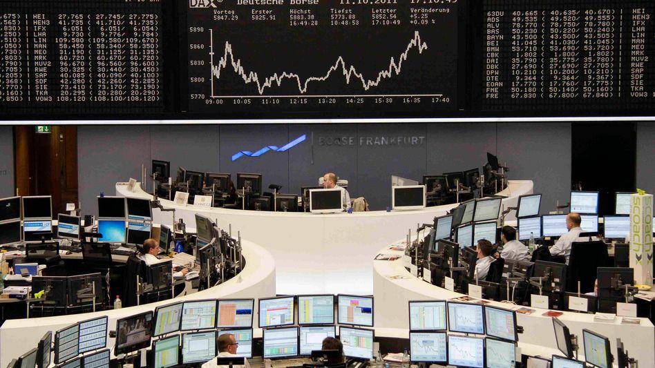 Händler an der Frankfurter Börse: Moderate Verluste