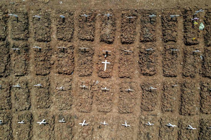Friedhof in Indonesiens Hauptstadt Jakarta
