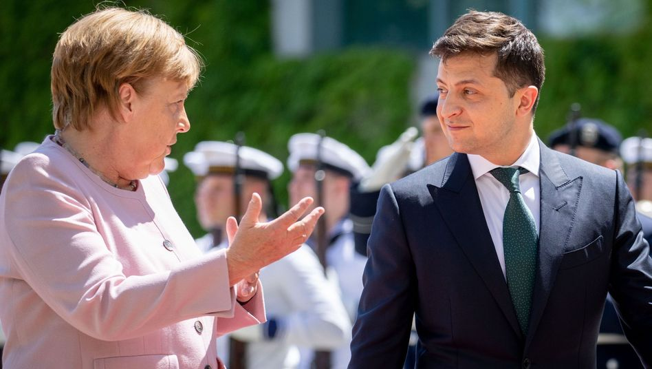"""Merkel und Selenskyj (im Juni 2019 in Berlin): """"Sie tut nichts"""""""