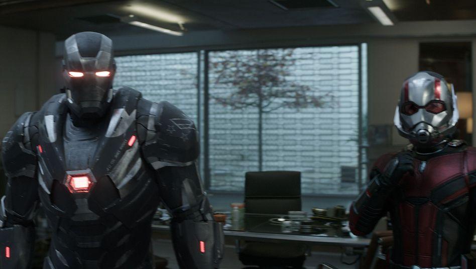 Superhelden War Machine (Don Cheadle) und Ant-Man (Paul Rudd)