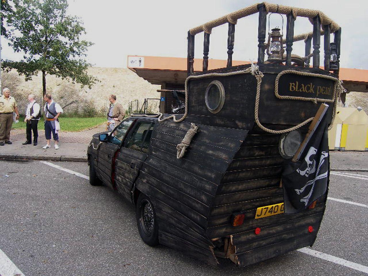 NICHT VERWENDEN Komisches Auto Holzkirchen