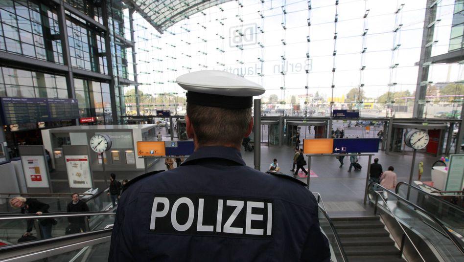 Bundepolizist in Berlin (Archivfoto): Schwere Vorwürfe gegen Kollegen von der Inspektion Ostbahnhof