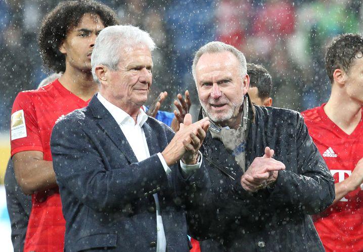 Dietmar Hopp (l.) und Karl-Heinz Rummenigge (r.) applaudierten nach dem Spiel den Hoffenheim-Fans