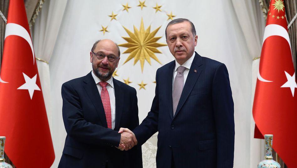 Schulz (l.) und Erdogan