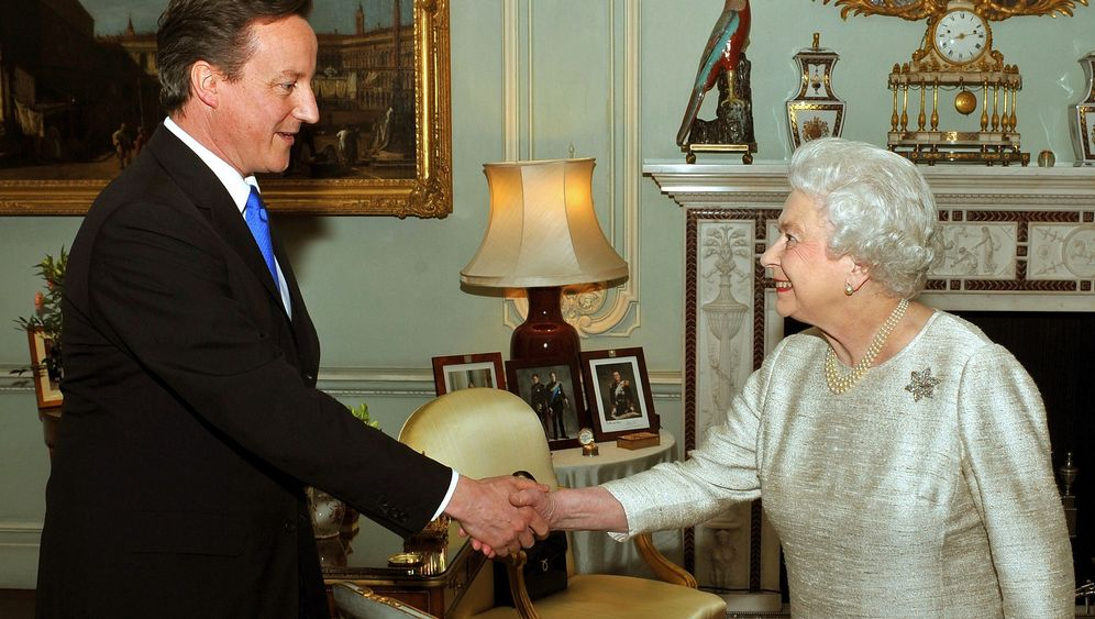 Cameron als Premier: Grillen mit Obama, Fußball mit Merkel