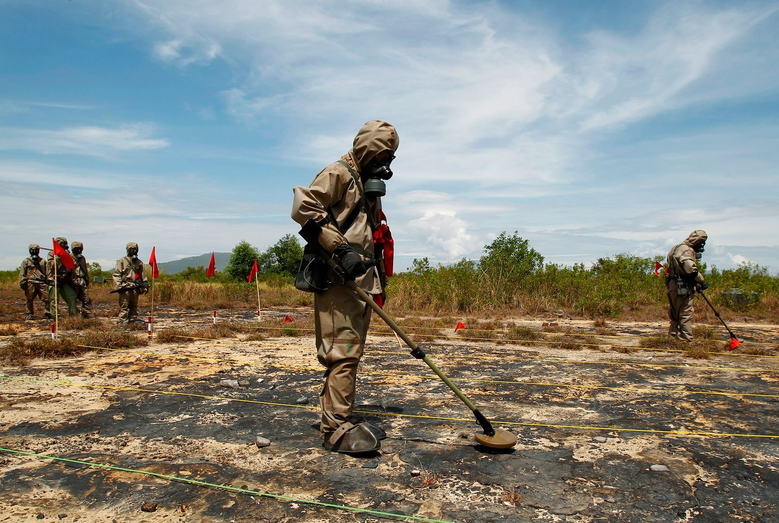 """Soldiers detect UXO and defoliant Agent Orange during the launch of the """"environmental remediation of dioxin contamination"""" project, in Vietnam"""