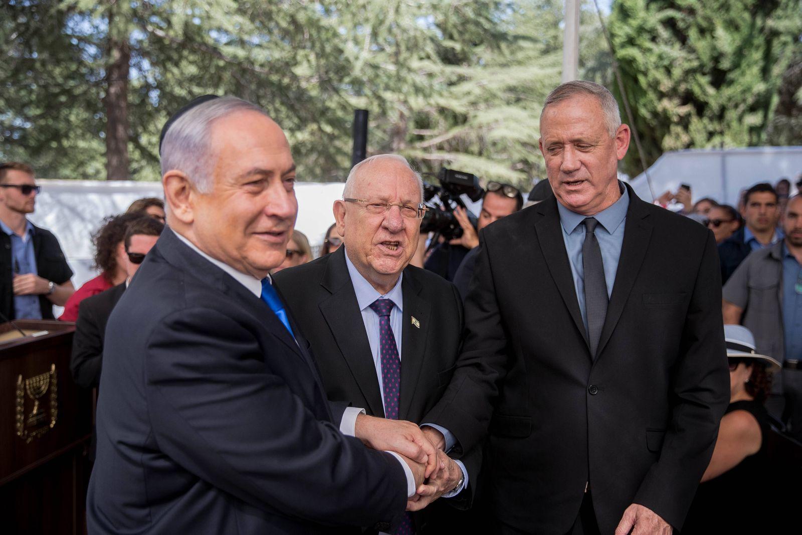 (190919) -- JERUSALEM, Sept. 19, 2019 (Xinhua) -- Israeli Prime Minister Benjamin Netanyahu (L), Israeli President Reuv