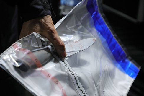 Mutmaßliche Tatwaffe: Das Messer wurde am Tatort sichergestellt