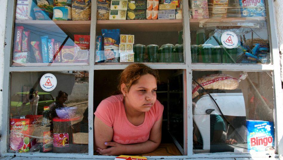 Junges Mädchen an einem Kiosk: »Wir brauchen Vorbilder, die jungen Menschen zeigen, was sie erreichen können«