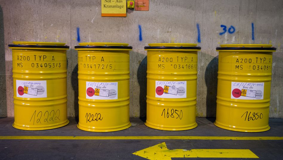 Fässer mit radioaktivem Abfall (Symbolbild)