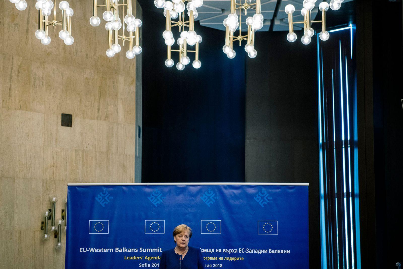 EINMALIGE VERWENDUNG SPIN DER SPIEGEL 21/2018 S. 24 Macron Merkel Trump #2