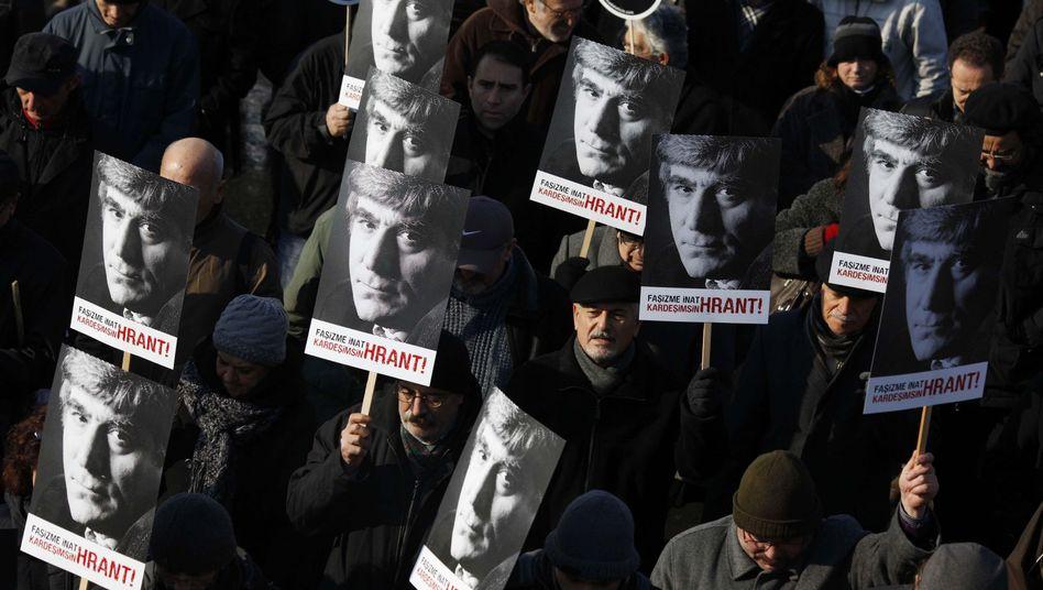 Demonstration vor dem Gericht: Die Urteilsverkündung 2012 löste Massenproteste aus