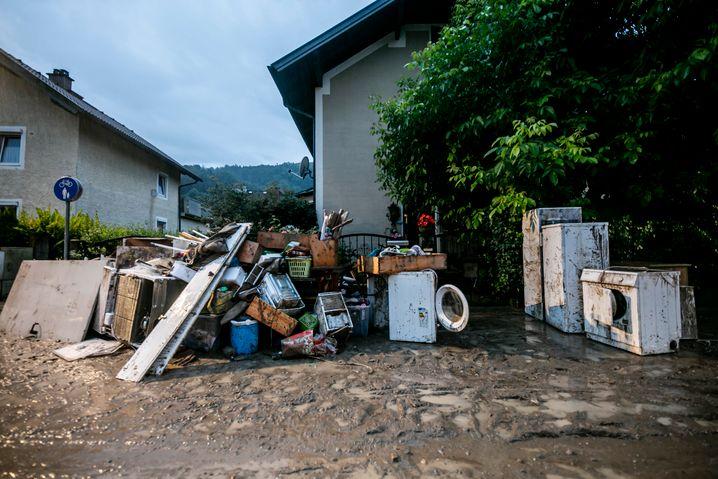 Hallein in Österreich nach dem Hochwasser: An Tag fünf nach der Katastrophe steckt der Schlamm gefühlt noch in jeder Fuge der Altstadt