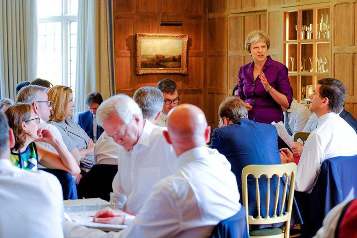 Theresa May bei Kabinettsklausur