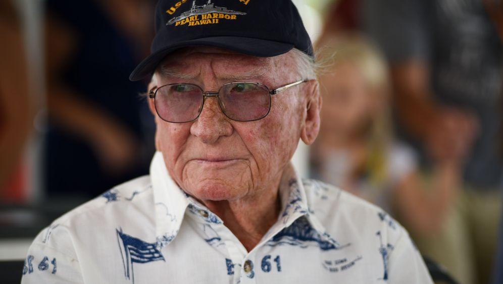 "Pearl Harbour: Tauchgang zum Wrack der ""USS Arizona"""