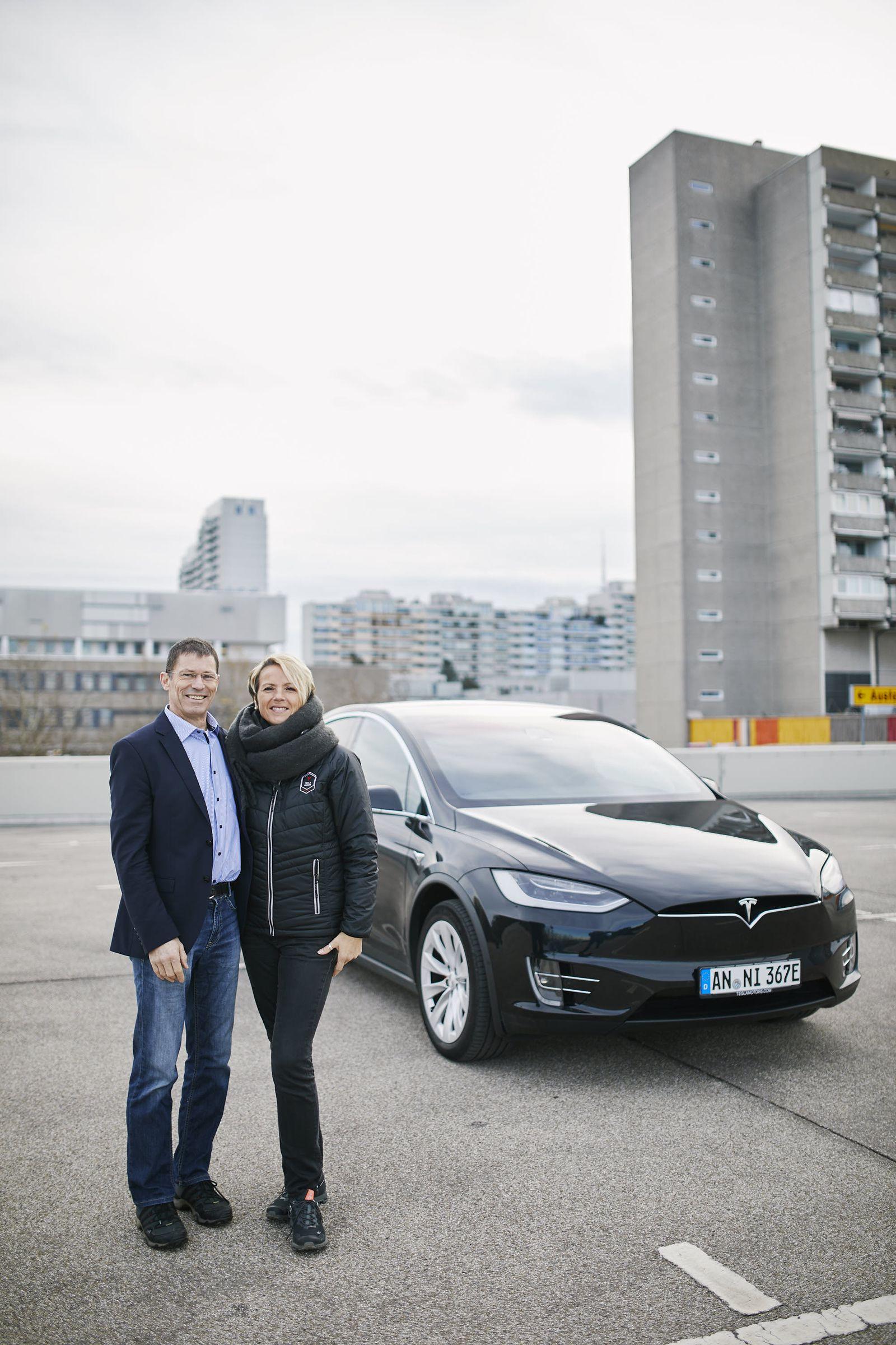EINMALIGE VERWENDUNG NUR FÜR SPIEGEL Plus SP 49/2017, S.38 Tesla STARTBILD